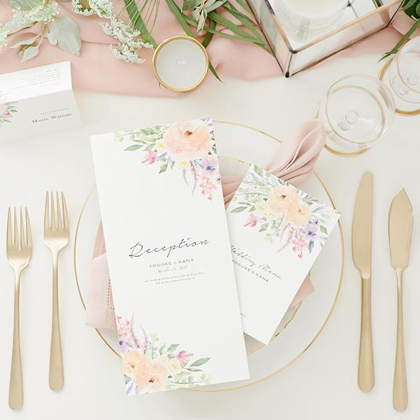 結婚式の招待状や席次表は発送時期と挙式の季節、どちらに合わせる?デザイン選びのアドバイスとポイント♪