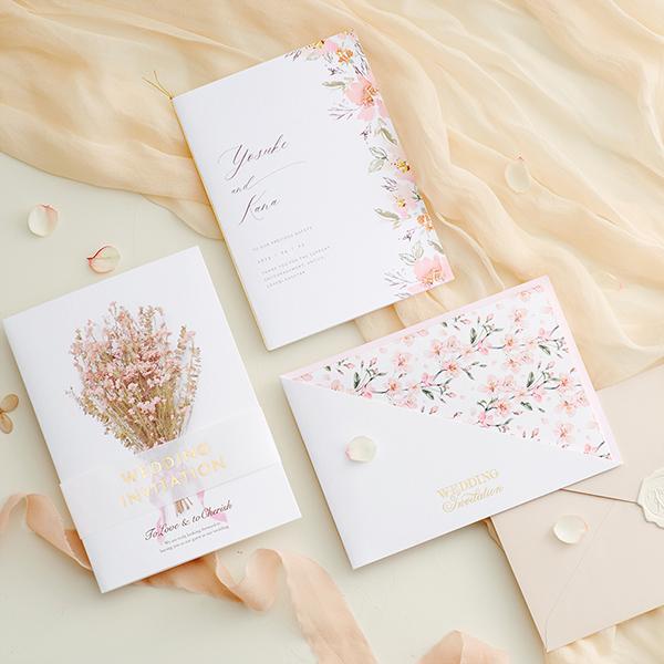 大人可愛い結婚式を叶えてくれる!「くすみピンク」の招待状デザイン9選【サンプル請求あり♪】