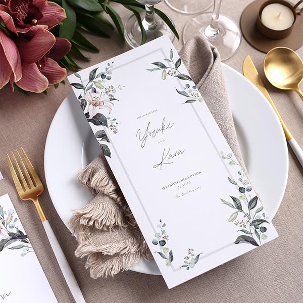 【結婚式のアイデア】席次表には何を載せるの?プロフィールや挨拶文、メニュー、式次第などゲストが楽しめる席次表の作り方